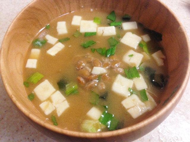 コンビニ惣菜でひと工夫「納豆を加えるだけ!お味噌汁」-06