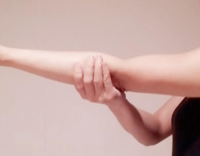 二の腕を痩せるために!簡単にできる二の腕マッサージ!-06