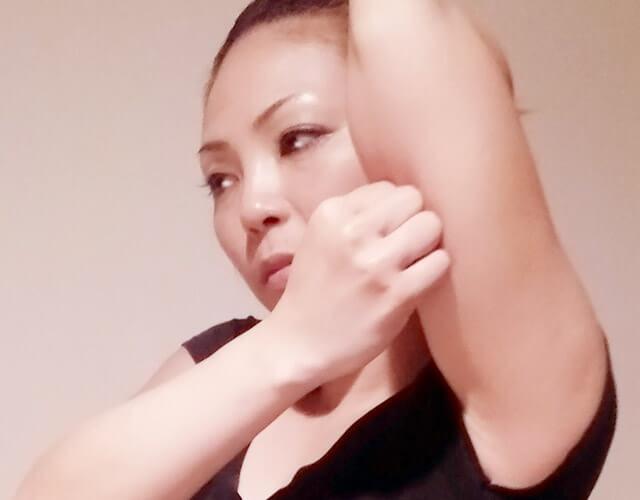 二の腕を痩せるために!簡単にできる二の腕マッサージ!-14