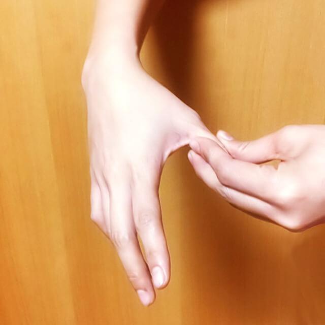 腕のむくみ・セルライト対策に効果的な腕マッサージのやり方-01