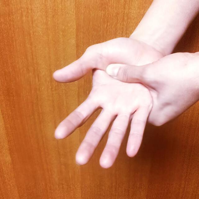 腕のむくみ・セルライト対策に効果的な腕マッサージのやり方-03
