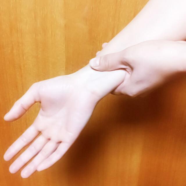 腕のむくみ・セルライト対策に効果的な腕マッサージのやり方-06