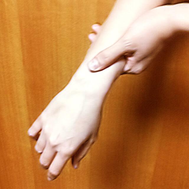 腕のむくみ・セルライト対策に効果的な腕マッサージのやり方-09