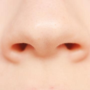毛抜きはNG?おすすめの鼻毛処理のやり方