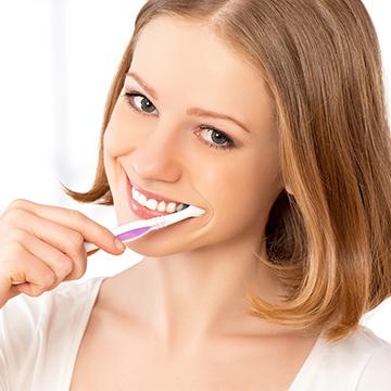 歯の黄ばみの原因とは?短期間で歯を白くする方法♪