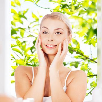 起きたら顔が腫れぼったい!朝簡単にできる顔のむくみをとる方法!