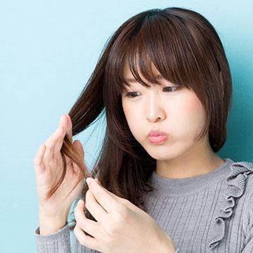 間違ったヘアケア法でくせ毛が悪化?くせ毛の原因と対処法を知ろう!