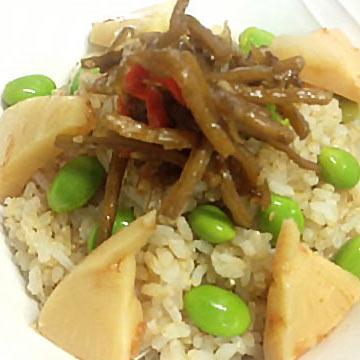 コンビニ惣菜でひと工夫「枝豆・きんぴら・たけのこの煮物ご飯」