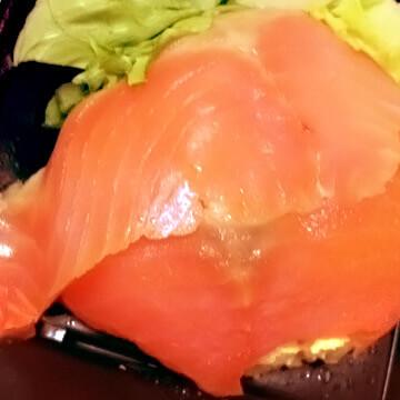 お弁当の食べ分け術「スモークサーモン&カットキャベツのサラダ」