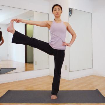自律神経を整える美肌ヨガ「一本足のポーズ」