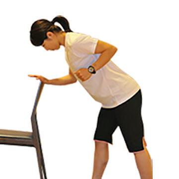 椅子を使って簡単にできる外ももの引き締めエクササイズ