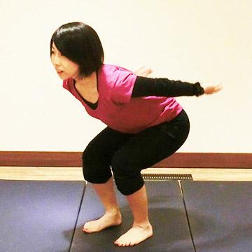 少しの運動で5分間の有酸素運動の効果がある「ジャンプスクワット」