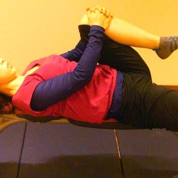寝ながら下半身太りをスッキリ改善するストレッチ