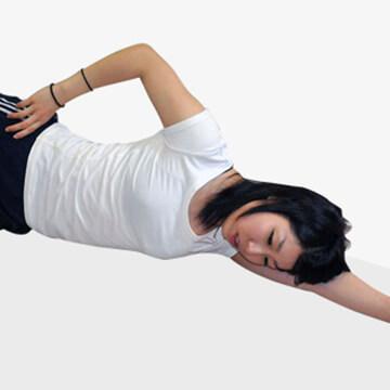 おうちで寝転がってできる太ももの外側シェイプアップ