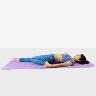 太ももの前張りを解消する効果的なストレッチ!美脚ライン作り運動