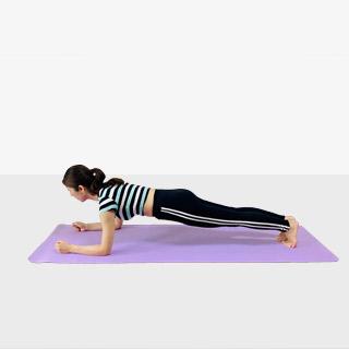 お腹を引き締めるプランク♪♪ぽっこりお腹や姿勢を改善出来るトレーニング