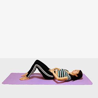 お腹を引き締めるバイシクルクランチ♪♪ぽっこりお腹や姿勢を改善出来るトレーニング
