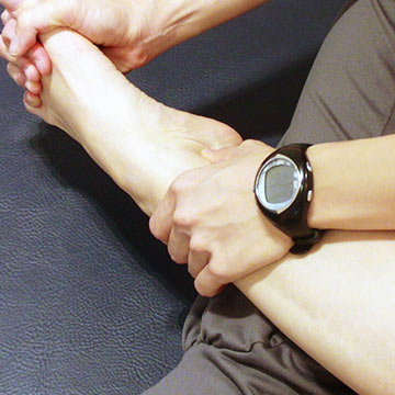 テレビを見ながらできる足首を細くするエクササイズ