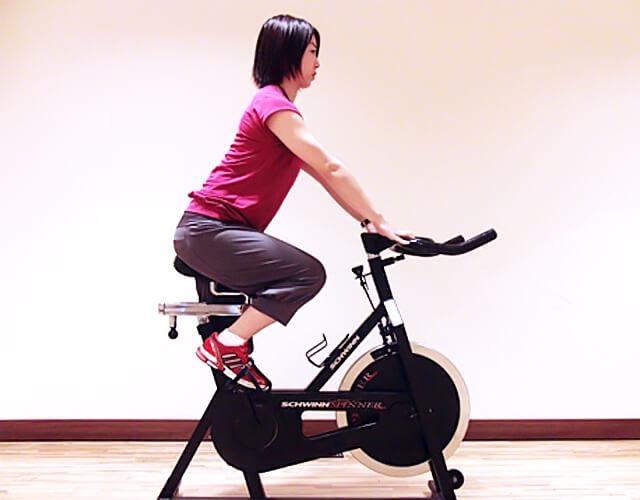 通勤・通学中に運動しよう!「膝を伸ばす時に使う太ももの筋肉」-01