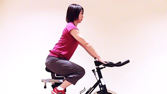 通勤・通学中に運動しよう!「膝を伸ばす時に使う太ももの筋肉」