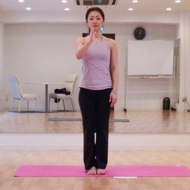 体質改善のためのヨガのポーズ「わしのポーズ」-01