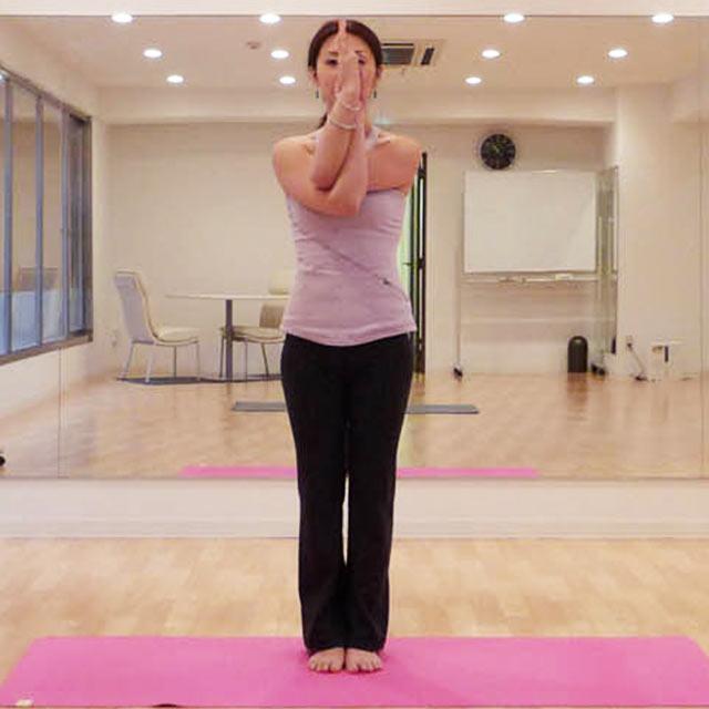 体質改善のためのヨガのポーズ「わしのポーズ」-02