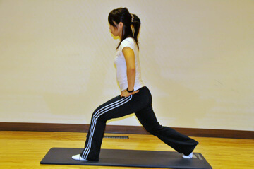 2週間でできる短期間美脚トレーニング「ランジ」-01
