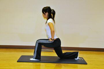 2週間でできる短期間美脚トレーニング「ランジ」-02