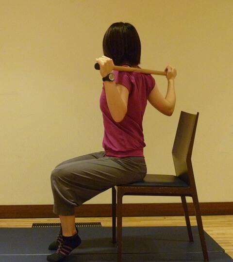 2週間でくびれを作る「座って脇腹エクササイズ」-02