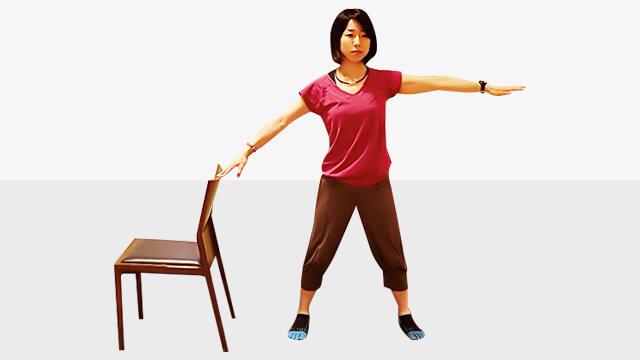 デスクワークしている人に!肩こり腰痛改善「アップ&オーバー」