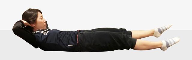 10秒でできる!お腹がへこむ体幹トレーニング「ワンレッグレイズ」-01