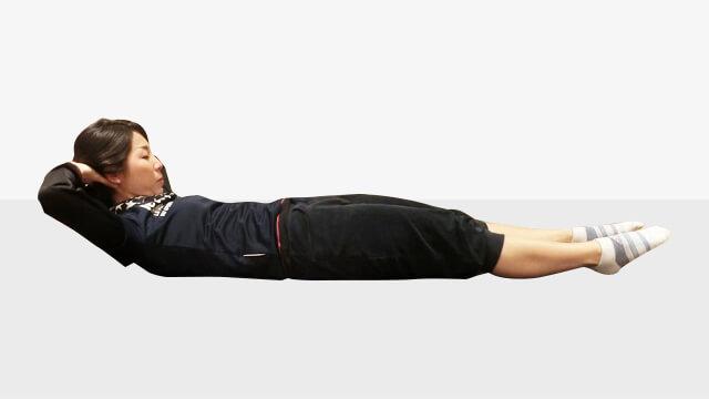 10秒でできる!お腹がへこむ体幹トレーニング「ワンレッグレイズ」