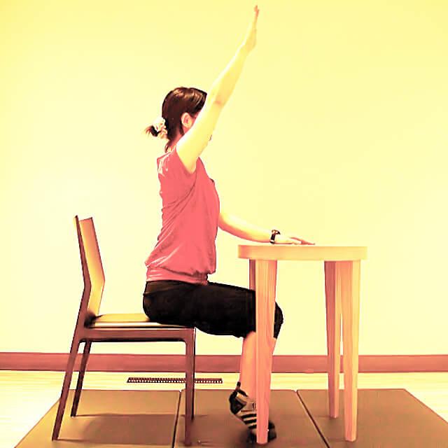 学校や会社でできる運動「美しい手の挙げ方」-01