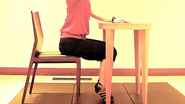 学校や会社でできる運動「美しい手の挙げ方」