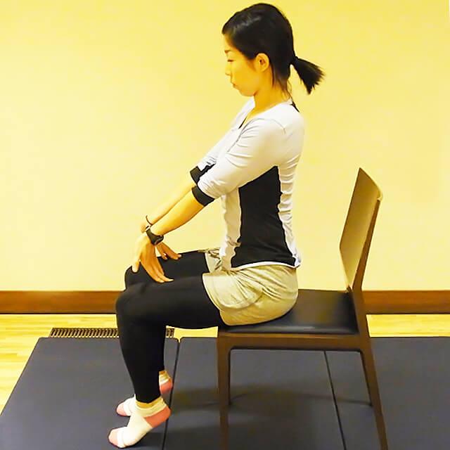 学校や会社でできる運動「腕の疲労が溜まった時の簡単ストレッチ」-02