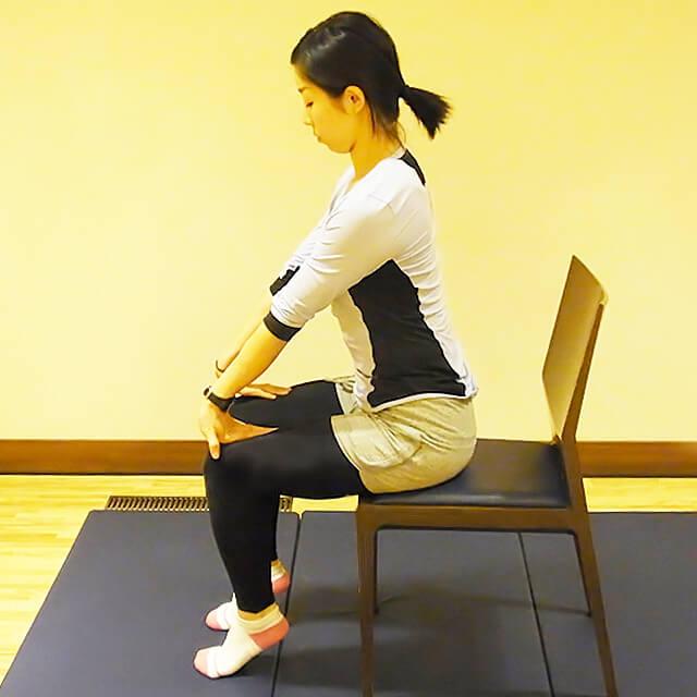 学校や会社でできる運動「腕の疲労が溜まった時の簡単ストレッチ」-03
