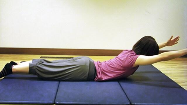 JKの冬休み14日間エクササイズ「背中の引き締め」