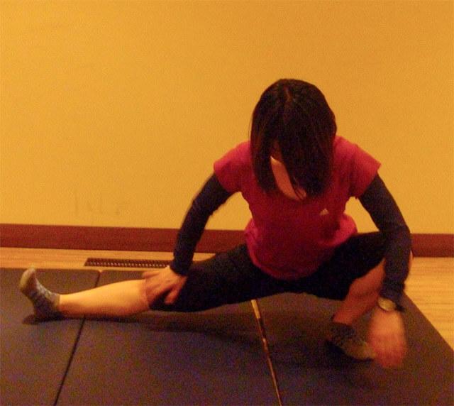 「内ももストレッチ」内ももを鍛えて美脚になる方法-02