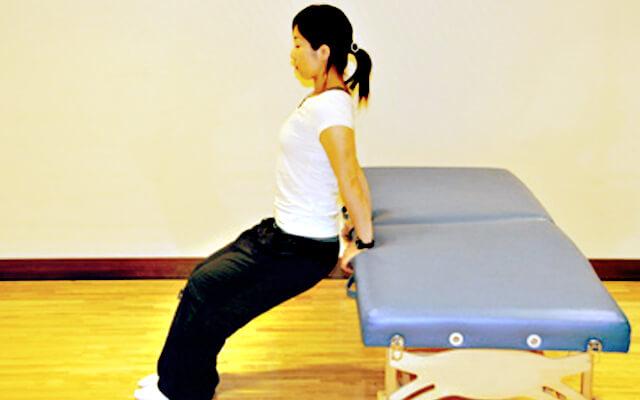 ベッドでできる二の腕引き締めトレーニング-01