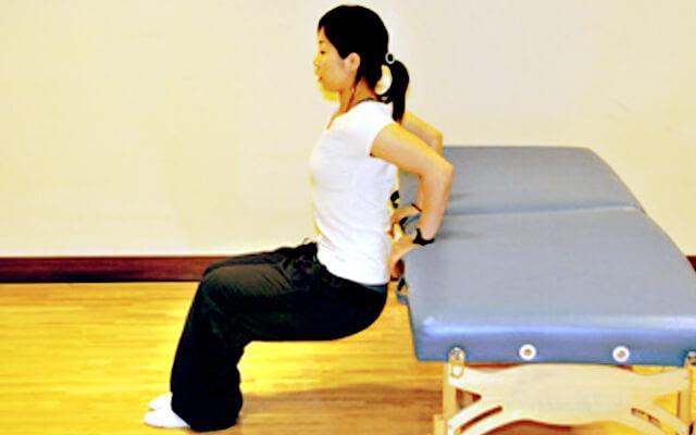 ベッドでできる二の腕引き締めトレーニング-02