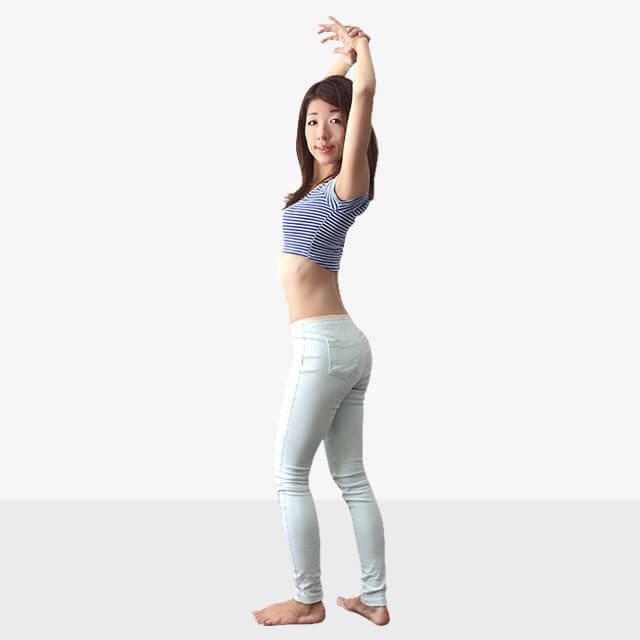シェイプアップしながらリズム感を鍛える「腕とお尻を回す」-09
