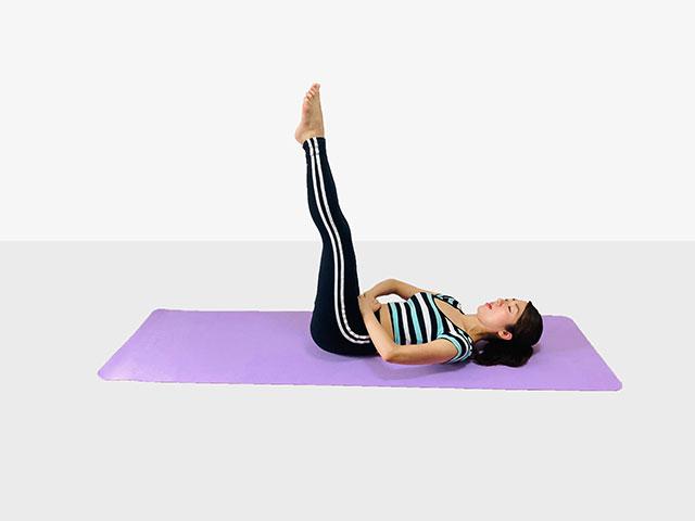 お腹を引き締めるレッグレイズ♪♪ぽっこりお腹や姿勢を改善出来るトレーニング_05