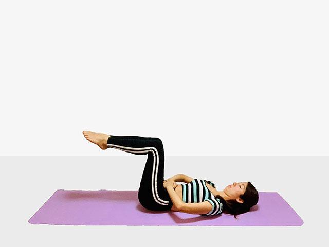 お腹を引き締めるバイシクルクランチ♪♪ぽっこりお腹や姿勢を改善出来るトレーニング_02
