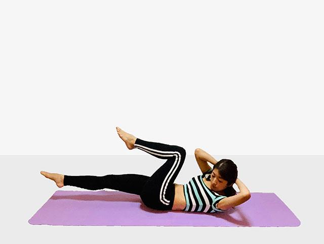 お腹を引き締めるバイシクルクランチ♪♪ぽっこりお腹や姿勢を改善出来るトレーニング_03