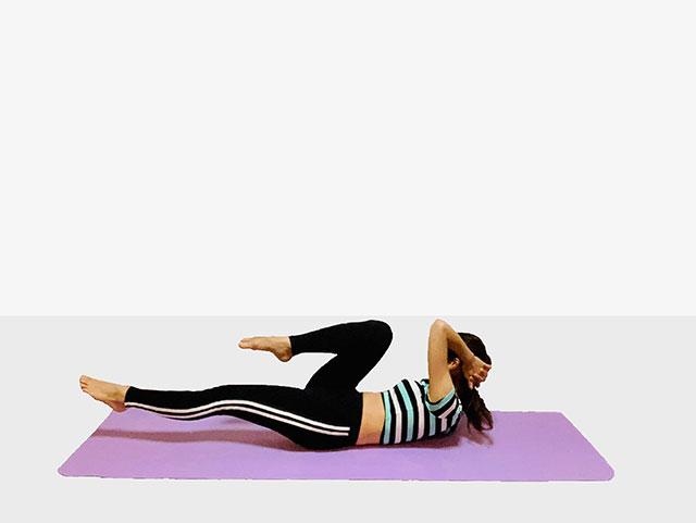 お腹を引き締めるバイシクルクランチ♪♪ぽっこりお腹や姿勢を改善出来るトレーニング_04