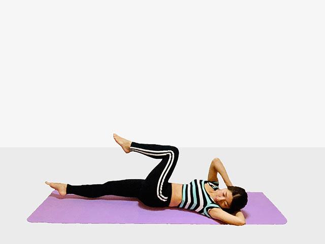 お腹を引き締めるバイシクルクランチ♪♪ぽっこりお腹や姿勢を改善出来るトレーニング_05
