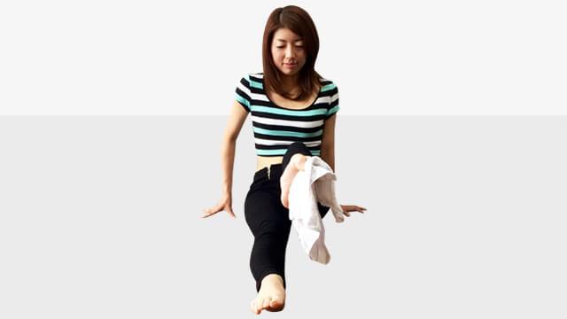 タオルを使ってできる偏平足・外反母趾を治して美脚になる方法-04