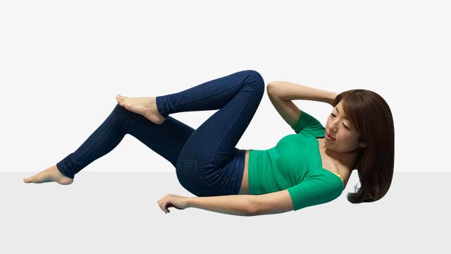 モデルが実践している今話題のエクササイズ「③腹筋トレーニング」-04