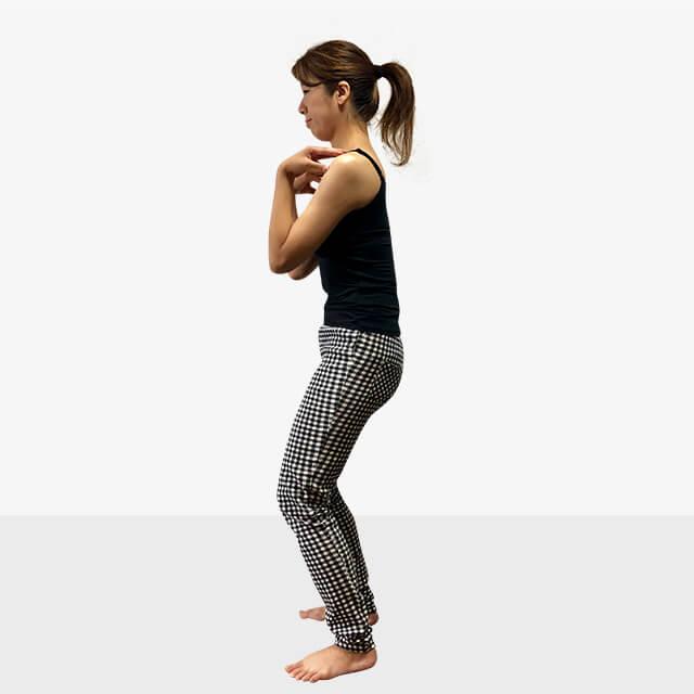 巻き肩は肩こりや悪い姿勢になる原因に!巻き肩の治し方-02
