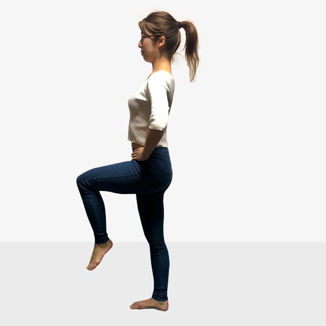太くなった筋肉を細くしたい!室内でできる有酸素運動「もも上げ」-02